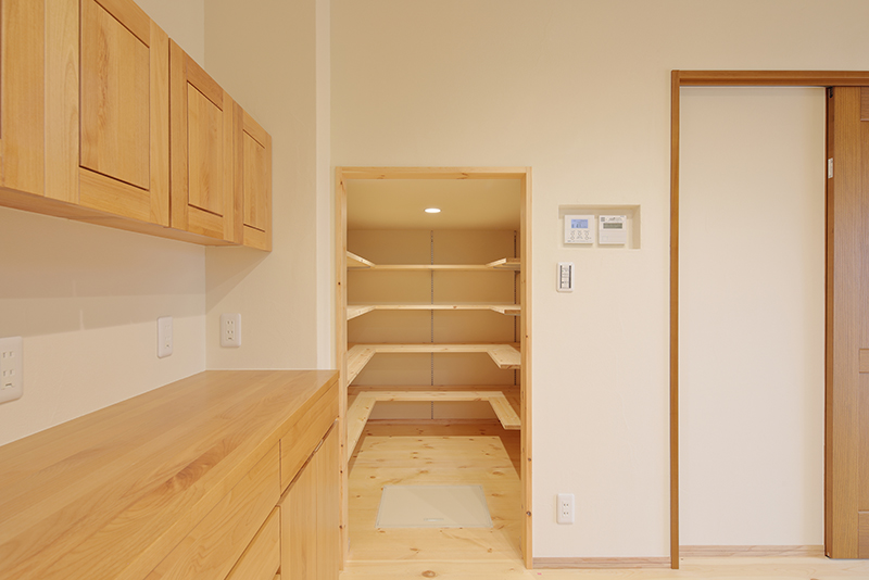 キッチン選びでのポイント:収納スペース: