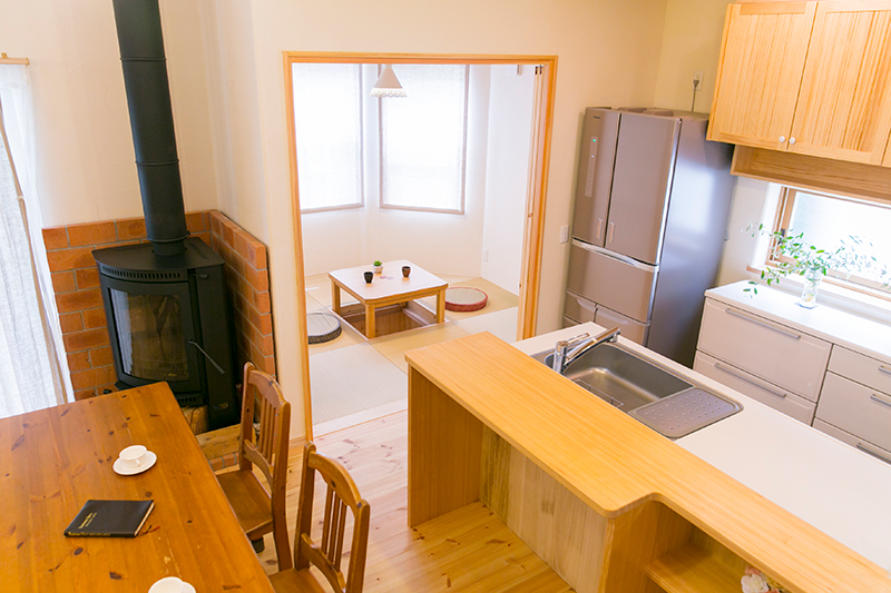 対面式キッチンは、料理をしながら、リビングの様子を確認できます。