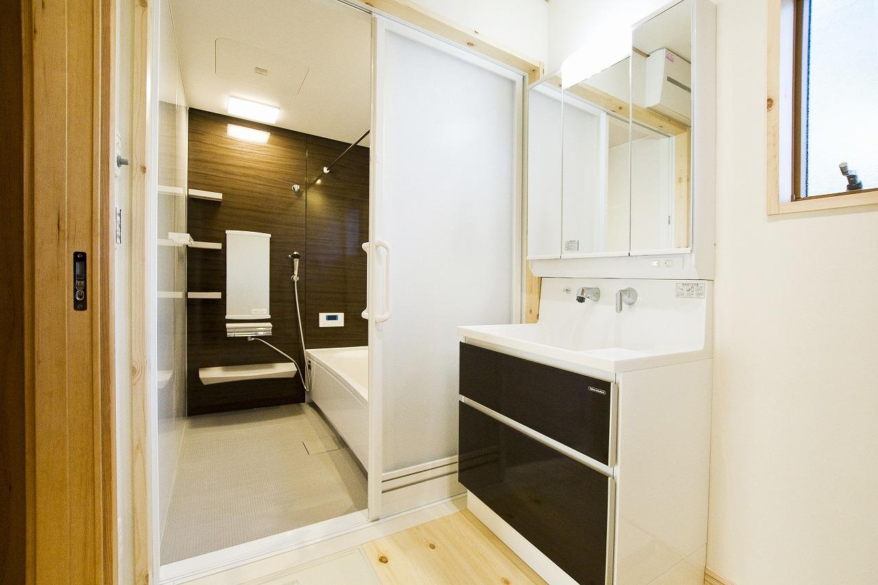 プロヴァンス風の家_洗面脱衣室