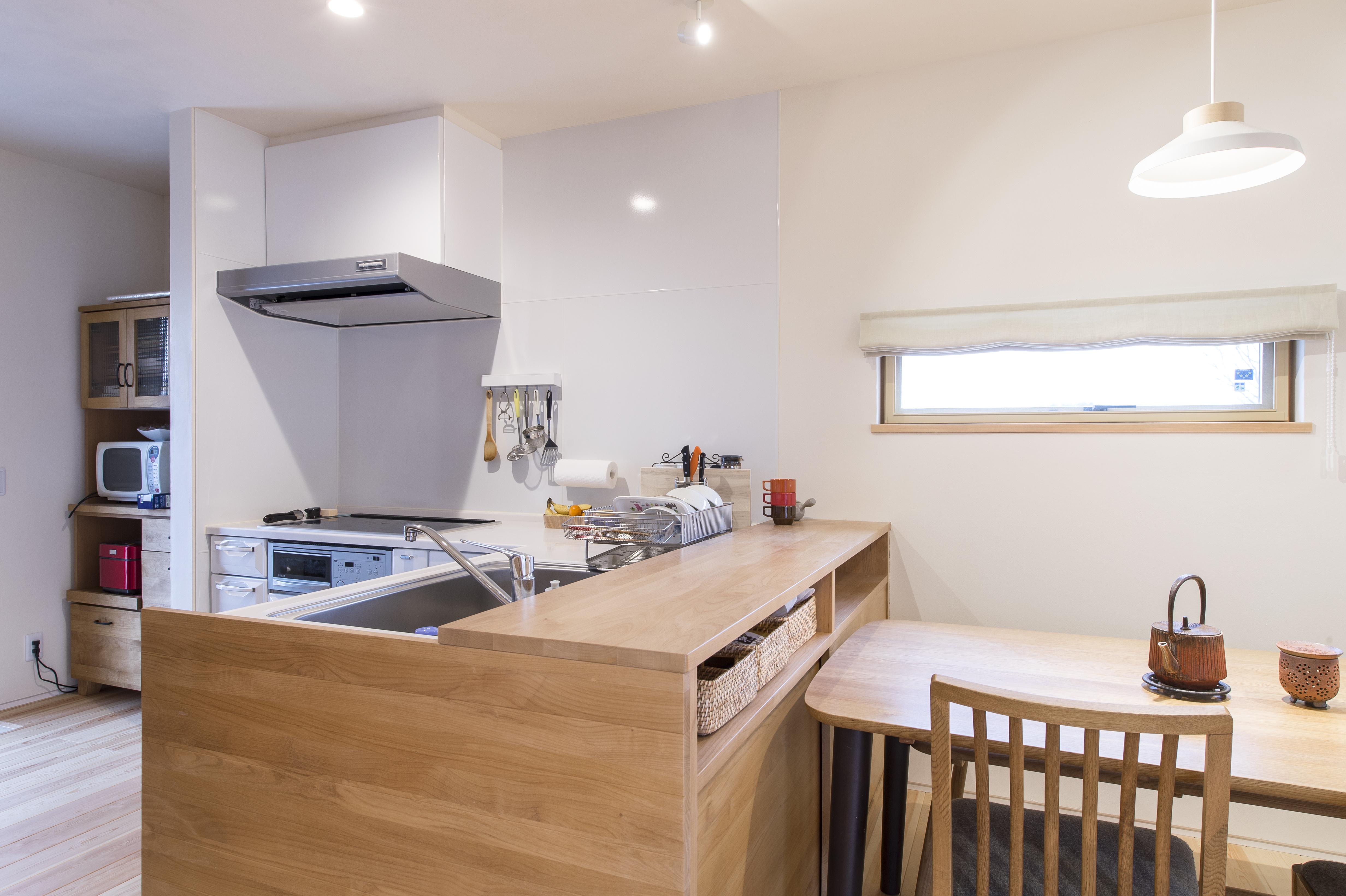 自然素材が心地いい。 お気に入りに囲まれて過ごしたくなる家_キッチン