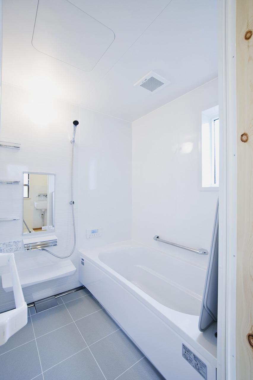 モダンロッジ風の家_お風呂
