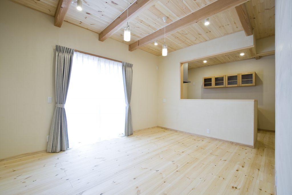 上質にこだわった、ゆっくりくつろげるシンプルモダンのお家